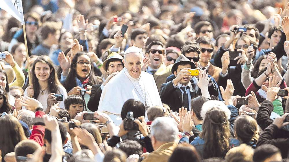 Papst in der Menge